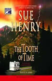 The Tooth of Time A Maxie and Stretch Mystery Series, Sue Henry